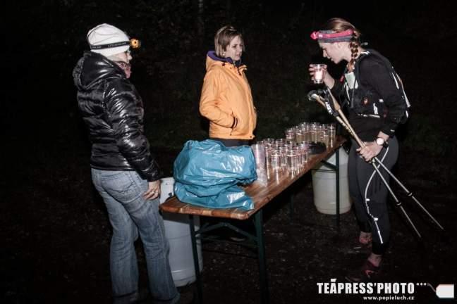 první občerstvení na 8km (foto: www.popieluch.cz)