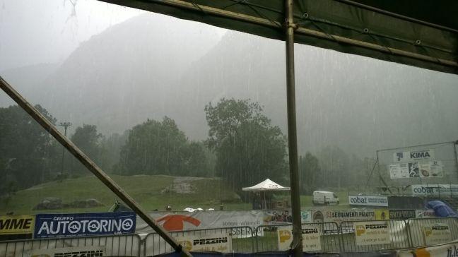Cílový prostor - déšť přišel naštěstí až po doběhu všech závodníků.